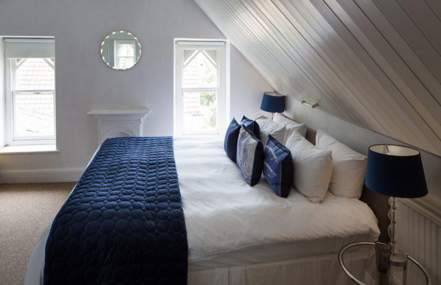 room eight windows bed
